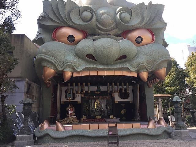 大きな獅子舞台の難波八阪神社