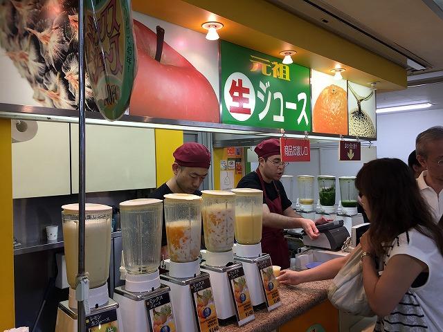 阪神梅田のジューススタンド