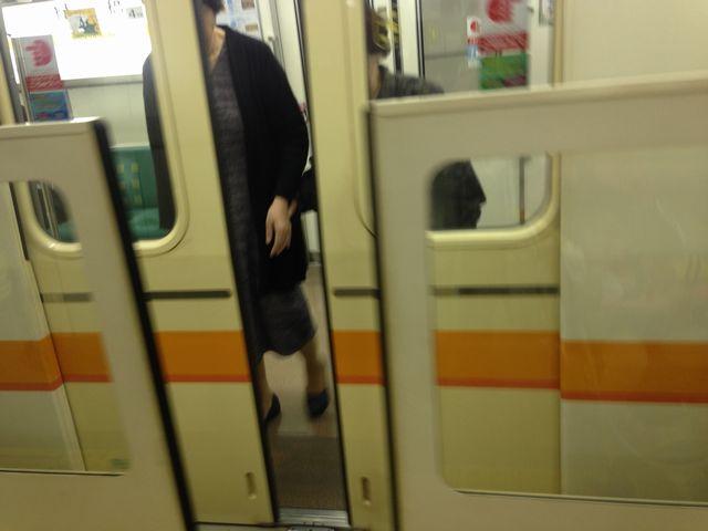 大阪の地下鉄の可動式ホーム柵