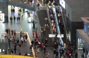 大阪のエスカレーターは右側に並ぶ件