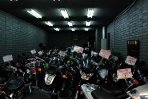 松屋町筋のバイク通り